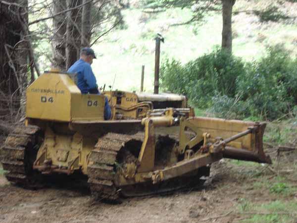 Caterpillar D4-7U series bulldozer motor and information